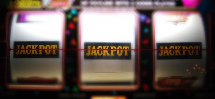Can Casinos Lower Paybacks on Slot Machines When You Use a Players Club Card?