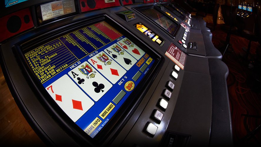 what is the payoff for a max bet on a quarter video poker machine with 4 aces